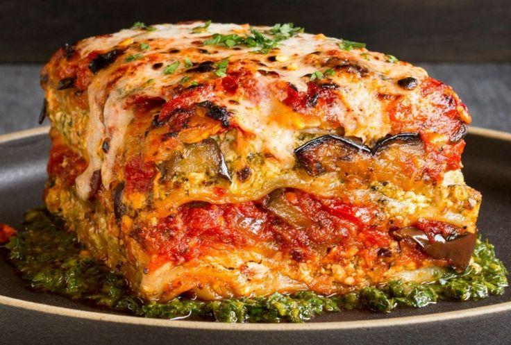 veganer-käse-lasagne-überbacken-fettgehalt-gemüse-kräuter-tomaten-auberginen-teller
