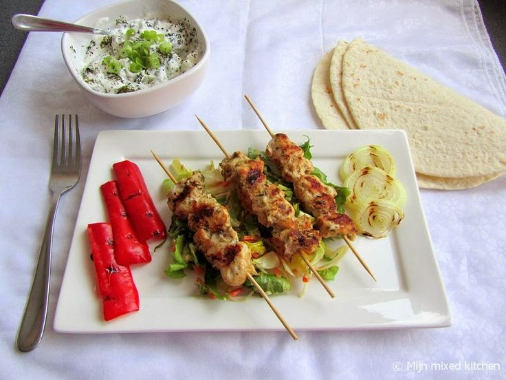 Tavuk şiş (Turkse kipspiesjes)...en Turks barbecueën!