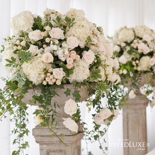 Your urn and pedestals on backporch could look like this...l love the roses…