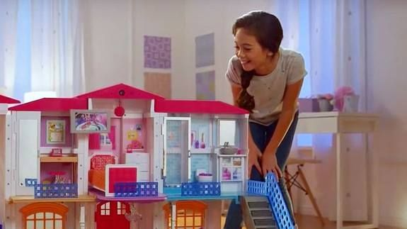 Barbie's tech-powered Dreamhouse was a nightmare this Christmas Read more Technology News Here --> http://digitaltechnologynews.com  Mattel's attempt to bring Barbie into the internet age with an app-connected voice-controlled Barbie Hello Dreamhouse left many users out in the cold on Sunday.   The toy allows children to control the functions in the tiny house (opening doors controlling its elevator turning lights on) using voice commands.   But on Sunday Christmas morning a number of users…