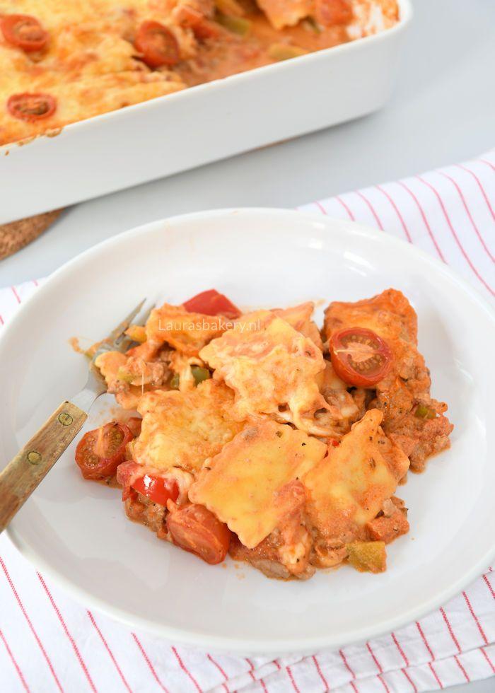 Deze ravioli ovenschotel is snel en eenvoudig te maken. Door het gebruik van mascarpone is de tomatensaus ook nog eens lekker romig.