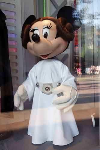 Tout le monde connaît DisneyLand Paris mais avez-vous déjà passé une soirée au Disney Village ? Entre boutiques et restaurants tout l'univers féerique vous accompagne Disney_Village_10