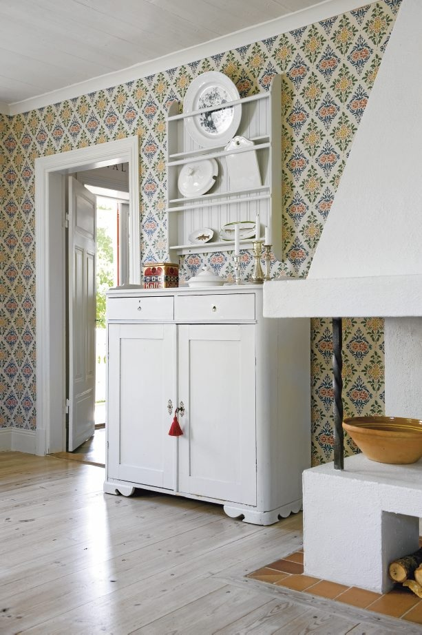 Oohh. This wallpaper sat on the walls when i was a child. Restored Swedish home...