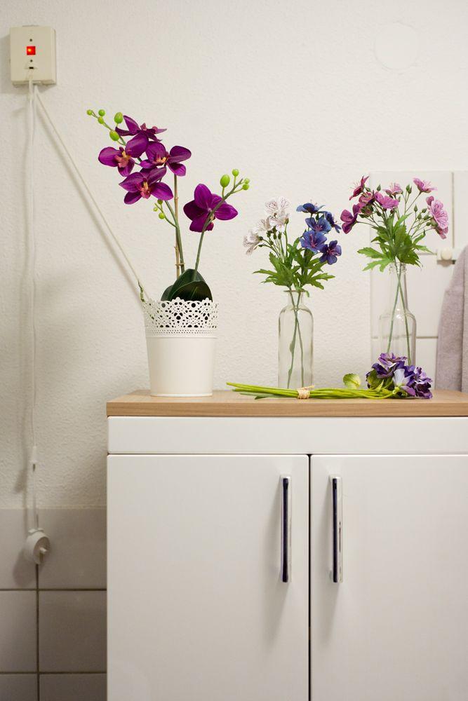 Jorinde's home, flowers in the bathroom, photo by Jorinde Reijnierse