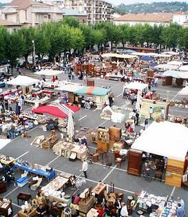 Mercatino Antiquariato di Nizza Monferrato, sempre la terza domenica di ogni mese - Antique Market of Nizza Monferrato, every 3rd Sunday of the month