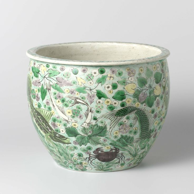Jardinière decorated with fish and plants, Ming-early Qing dynasty, 1600-1699, porcelain, h 17.2cm × d 22cm. AK-MAK-572. On loan from the Vereniging van Vrienden der Aziatische Kunst, 1972. Rijskmuseum, Amsterdam.