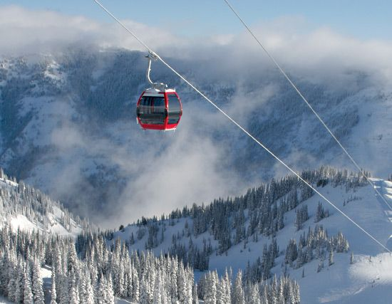 Weekend trip: The Crystal Mountain Ski Resort at Mount Rainier has a gondola ride to the Summit House restaurant.