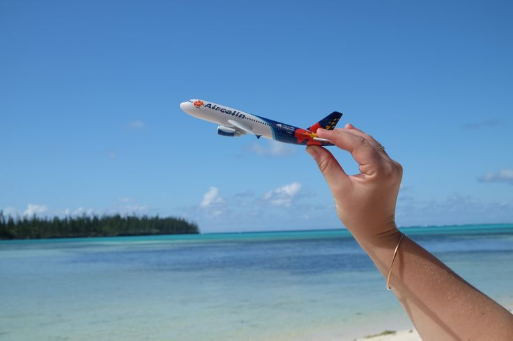 La Nouvelle-Calédonie est une destination paradisiaque qui nous a vraiment émerveillée… Ce grand archipel que l'on nomme aussi «Caillou» qui mêle passion, émotion, richesse culturelle et beauté incontestable a tout pour plaire aux touristes comme aux locaux. La Nouvelle-Calédonie est contrastée de part et d'autre de l'île que ce soit par les couleurs qu'offrent la nature avec des fonds marins d'un bleu éclatant et les forêts d'un vert verdoyant, ou que ce soit par les écosystèmes…