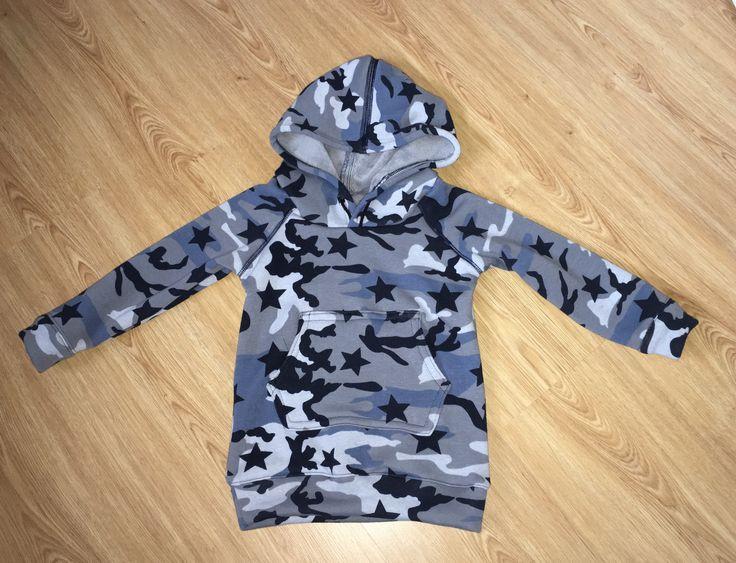 Sweater met capuchon, jongen, maat 98 uit Ottobre Design, 4/2016.