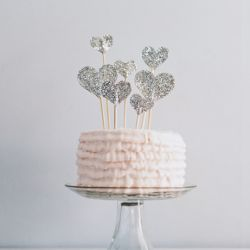 Seriously simple and pretty glitter heart cake toppers. (via The Paper Pony)