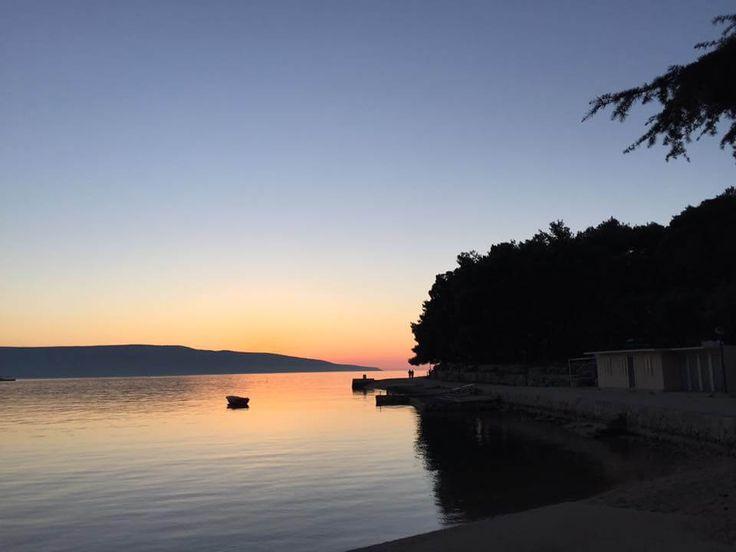 Strand und Hundestrand vom Hotel Kimen, Cres - am Abend  Das hundefreundliche 3-Stern-Hotel direkt am Meer auf der Insel Cres in Kroatien...  #urlaubmithund #cres #inselcres #kroatien #ferienmithund #ferien #urlaub #sonnenuntergang #meerblick #adria #kvarner #hundestrand #reisenmithund #reisen #travelblog #hundefreundlich #insel #tierischerurlaub #hotel #hotelkimen #kimen #hundeurlaub #hunde #urlaubstipps #reisetipps #travelwithdogs #dogswelcome #holidayswithpets #holidays