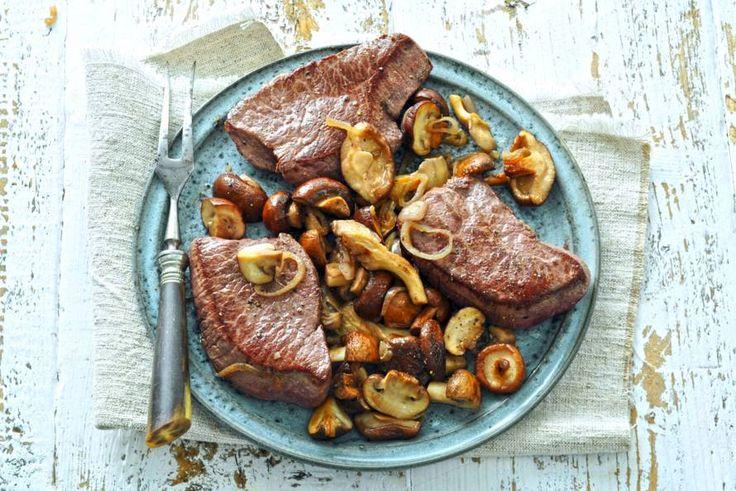 Hertenbief met paddenstoelen en pastinaakpuree - Recept - Allerhande