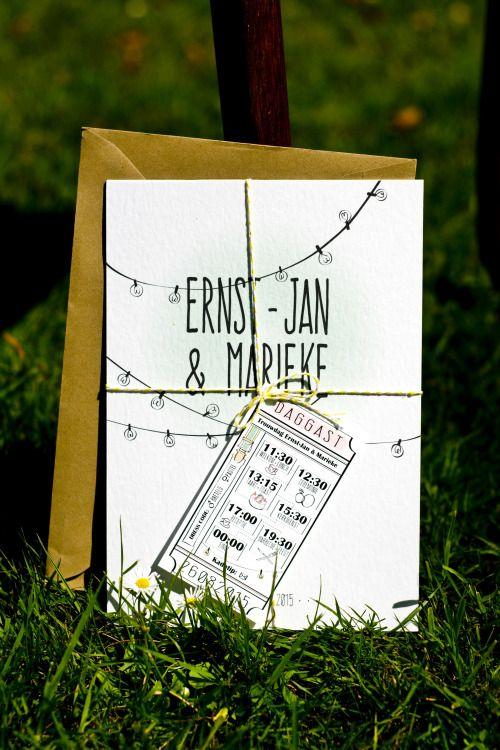 Voor een bijzondere bruiloft in het bos, helemaal in 'festivalstijl', mocht ik alle drukwerk verzorgen. Deze stijl van de uitnodiging werd verder doorgevoerd in andere onderdelen van de bruiloft. ------------- bohemian, bruiloft, ontwerp, dagplanning, label, festivalbruiloft, festival, wedding, woods, lightbulbs, light string, lights, pastel, lampjes, lightjes, invite, invitation, typography