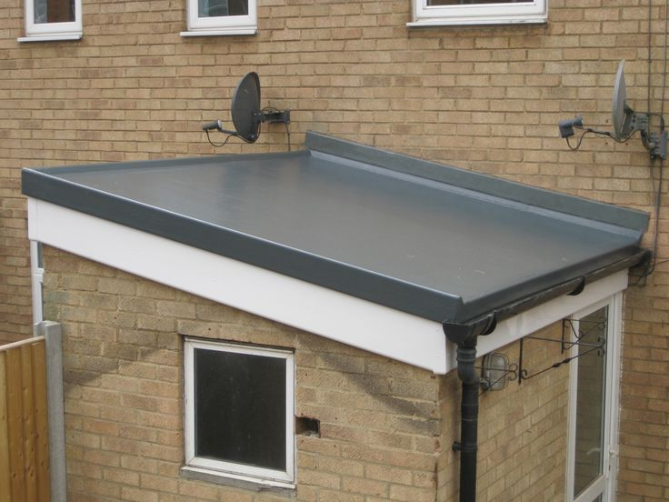 Flat Roof Gutter Detail And Raised Lip On Non Drained