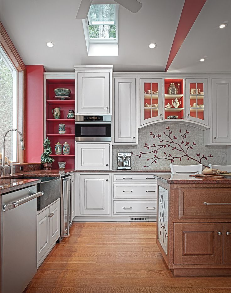 Elegant traditional kitchen cabinets with lovely red for Elegant traditional kitchens