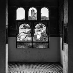 """""""ALBAYCÍN"""" Celosías y arabescos que nos invitan a unas vistas privilegiadas; el Albaycín, fantasía de casas encaladas, cipreses y olores de jazmín."""