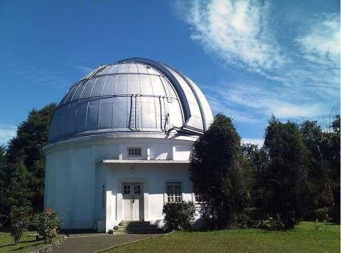 Observatorium Bosscha at Lembang, Bandung   Sumber : Bandung Banget