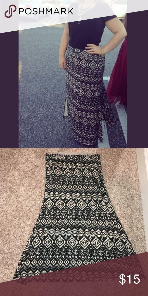 Maurice's tribal maxi skirt Tribal skirt with bottom side slit Maurices Skirts Maxi