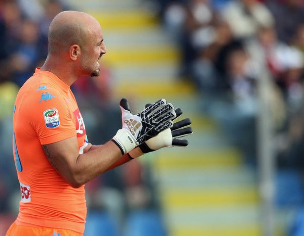 Pepe Reina Photos Photos - Pepe Reina of Napoli celebrates during the Serie A match between FC Crotone and SSC Napoli at Stadio Comunale Ezio Scida on October 23, 2016 in Crotone, Italy. - FC Crotone v SSC Napoli - Serie A