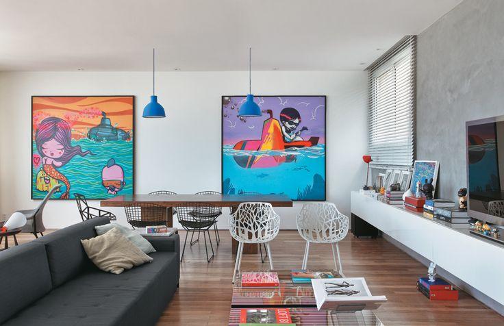 A vista é deslumbrante e o mobiliário assinado no tríplex reformado sob medida para um jovem empresário francês, a uma quadra da praia
