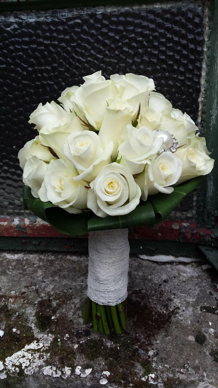 Akito rose bridal bouquet with a jewelled brooch.