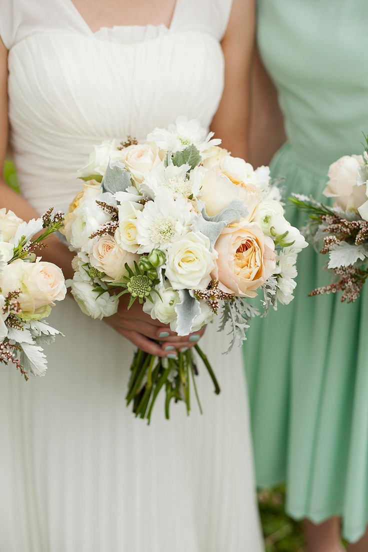 Lovely peach and ivory bridal bouquet + mint bridesmaid dress #wedding #flowers