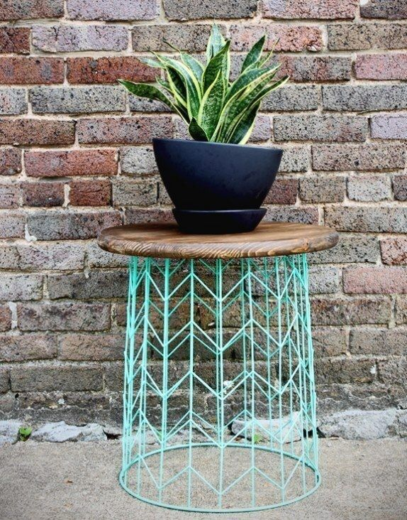 Side Table From A Wire Basket A Minute Diy Idea In 2020 Diy