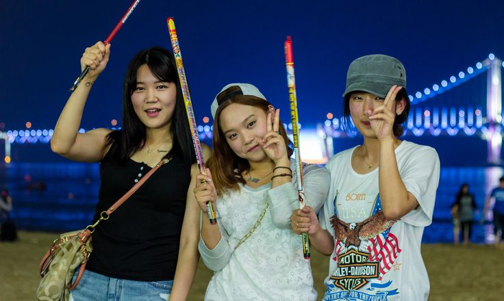 Super cute Korean girls at Gwangalli Beach in Busan, South Korea  More at http://www.asiatiq.com