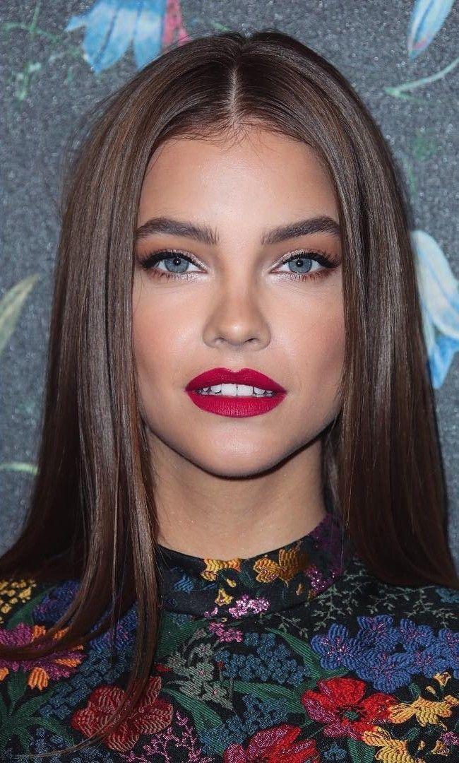 Haarfarbe himbeerroter Lippenstift Barbra Palvin – Hair and beauty