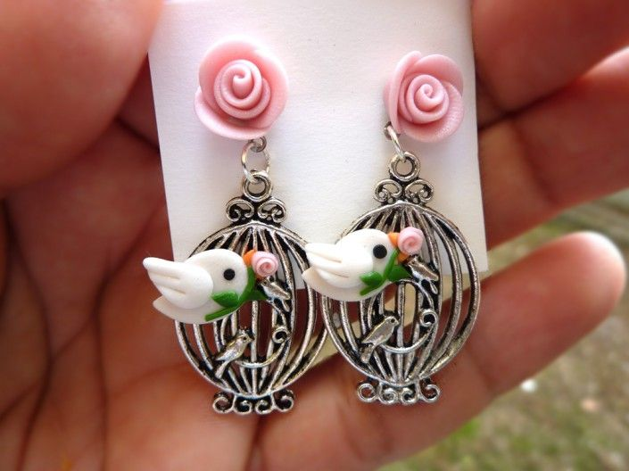 Earrings with pink roses and birds polymer clay handmade - Orecchini con uccellini e rose rosa in fimo fatti a mano