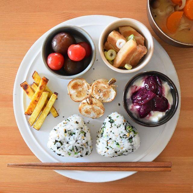 keiyamazaki on Instagram pinned by myThings Today's breakfast. おにぎり、さつまいものバター醤油炒め、焼きかぶ、ミニトマトの和風マリネ、豚の角煮、ヨーグルト、お味噌汁。