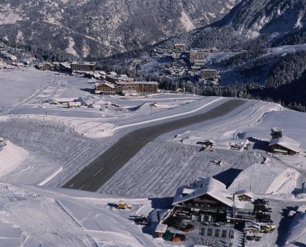クールシュヴェル飛行場  フランス南東部アルプス山中