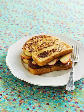 Verloren brood met appeltjes en speculaas http://njam.tv/recepten/verloren-brood-met-appeltjes-en-speculaas