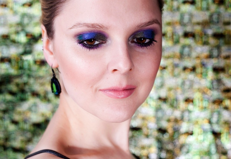 Magdalena Madaj, Easy Dramatic Smoky Eye with Colour Technique   http://lisaeldridge.com/video/25327/easy-dramatic-smoky-eye-with-colour-technique/ #MyLisaLook