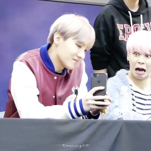 So you see that soft puppy boyfriend lookin ass pic of jimin from this fan sign and then u see this. Get u a man who can do diversity