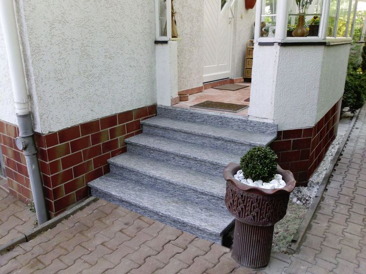 Treppenhaus einfamilienhaus außen  Treppe Aussen Haus Eingang Podest Naturstein Granit Beton Stufe ...