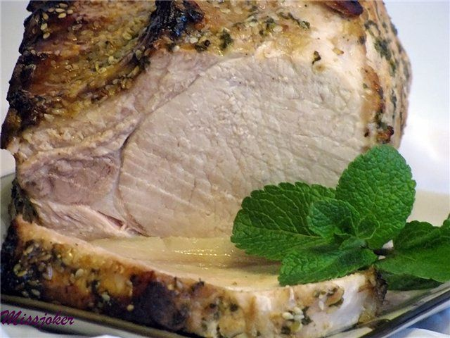 Свиная корейка в духовке с мятой