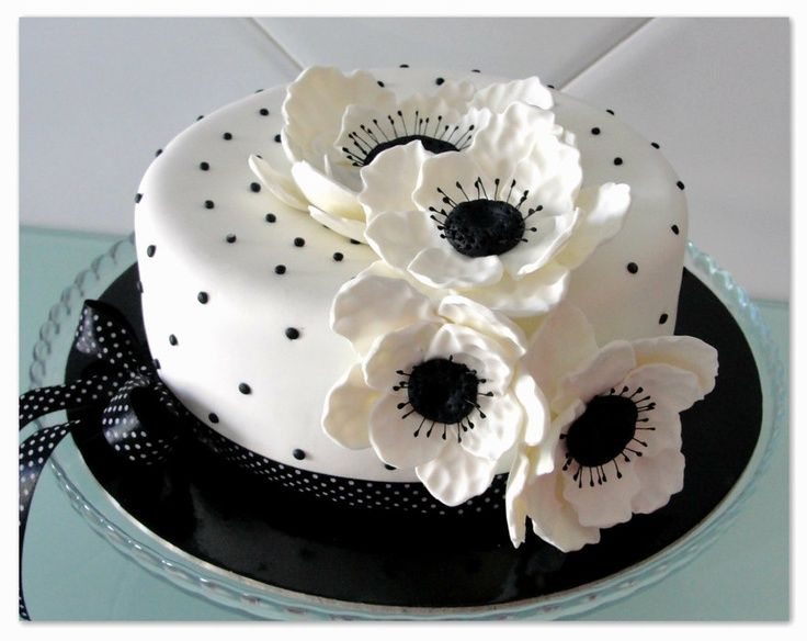 Black and White Decorated Cakes | Black and White Anemona Flower Cake | Decorated Cakes