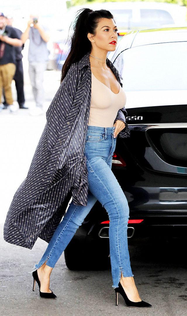 kourtney-kardashian-robe