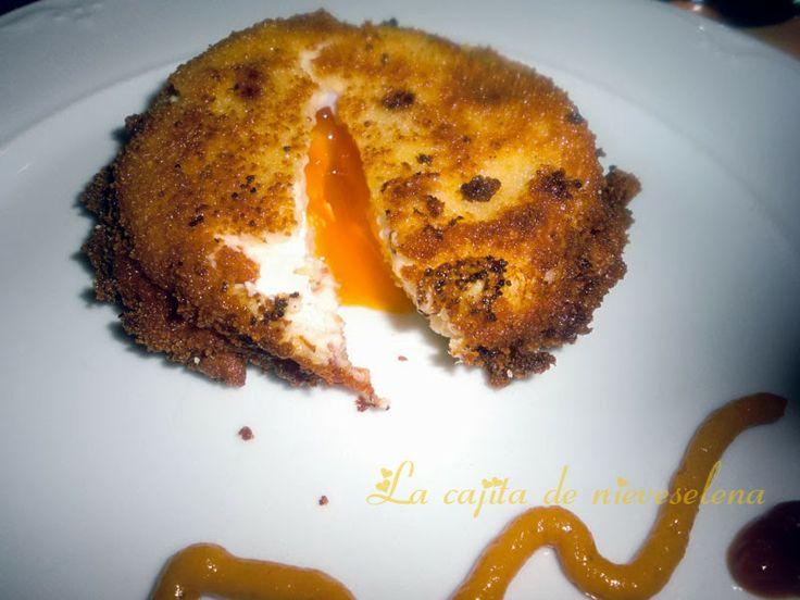 Huevos saturados de bechamel o huevos fritos encapotados