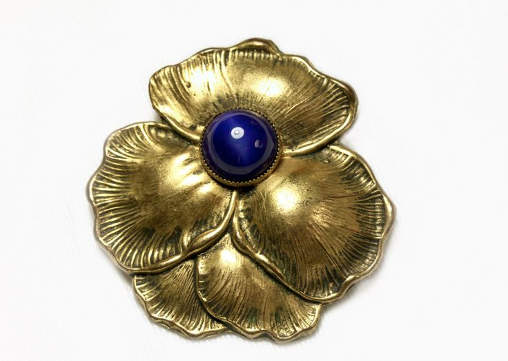 1920s Art Nouveau Brass Dress-Clip with a dark blue by Oselavy