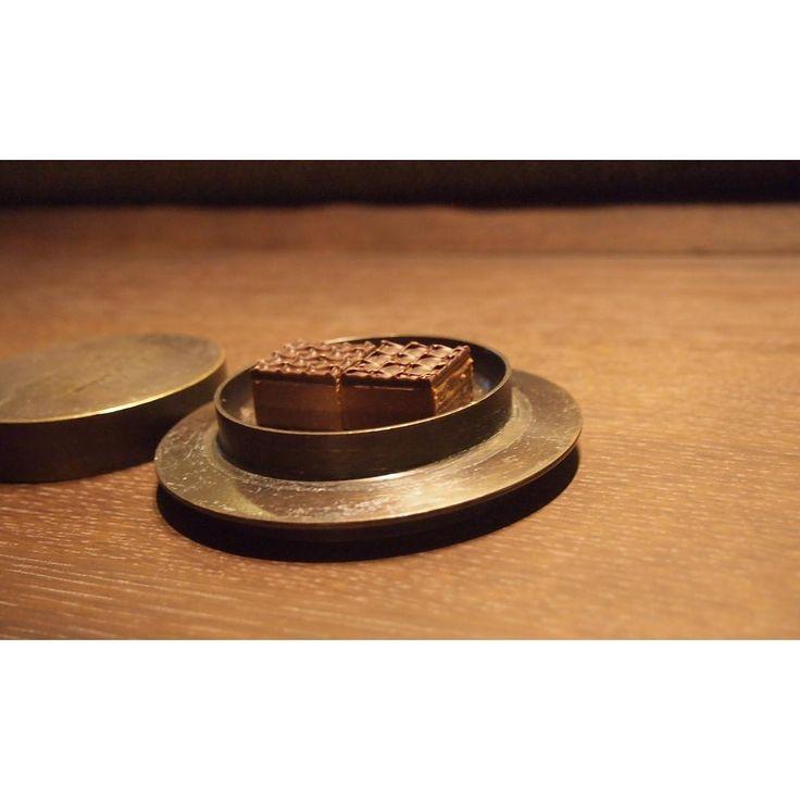 #北海道 #坐忘林 #🇯🇵 。  お部屋にはチョコレート♡  #チョコレート #chocolate #sweets #スイーツ #デザート #dessert #ryokan #旅館 #hokkaido #niseko #kuchan #倶知安 #ニセコ #温泉 #♨️ #onsen #zaborin  #aya_japan #aya_japan2016 #aya_hokkaido  #20101008 @amlucccky | zaborin.com