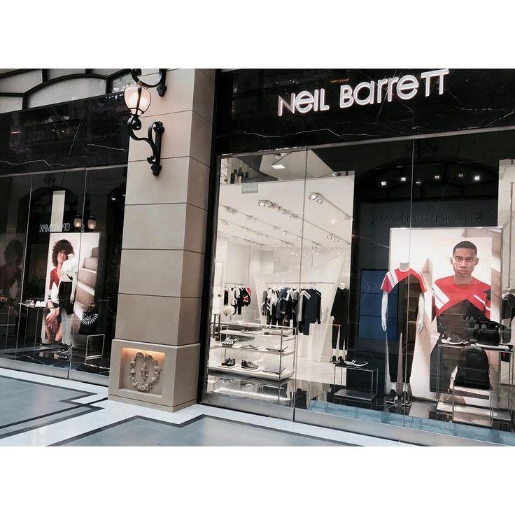 """1,756 次赞、 12 条评论 - Neil Barrett (@neilbarrett) 在 Instagram 发布:""""Neil Barrett store at The Parisian, Macau /Spring Summer 2017 Collection #neilbarrett #china #macau…"""""""