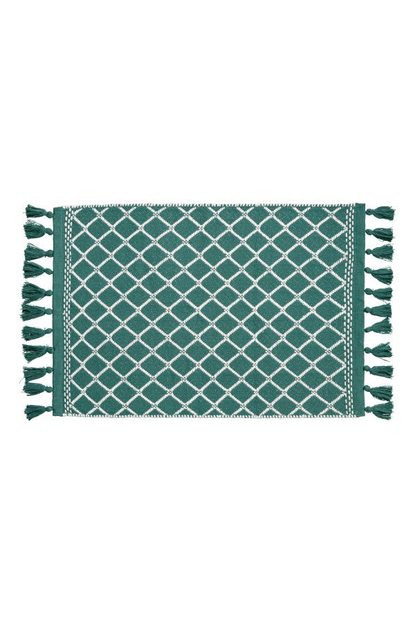 Teal/white. Bath mat in jacquard-weave cotton fabric. Fringe along short sides. Non-slip protection at back.