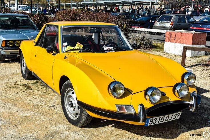 #Matra #530 au salon de Reims. Reportage complet : http://newsdanciennes.com/2016/03/13/grand-format-les-belles-champenoises-depoque-2016/ #ClassicCar #Vintage #Car #Voiture #Ancienne