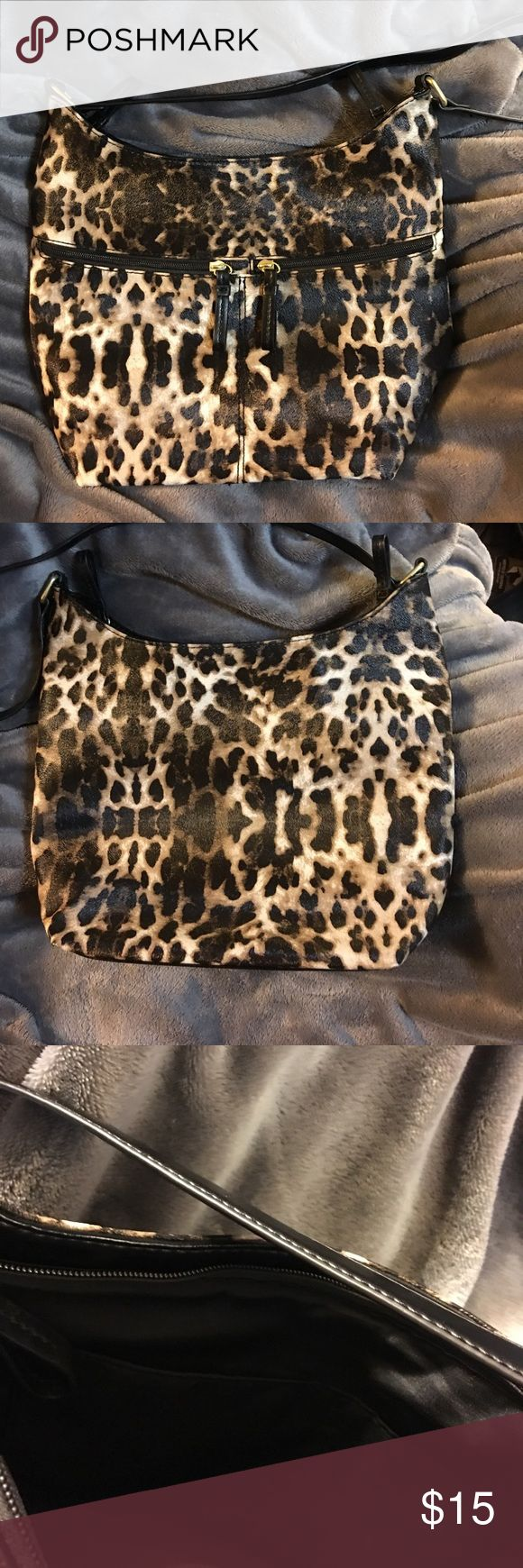 Lots of pockets! FUN Animal Print Shoulder Bag Very clean, lots of pockets, 2 zip pockets on the front, two large compartments with organization pockets in both, Shoulder bag, NonSmoking home Bags Shoulder Bags