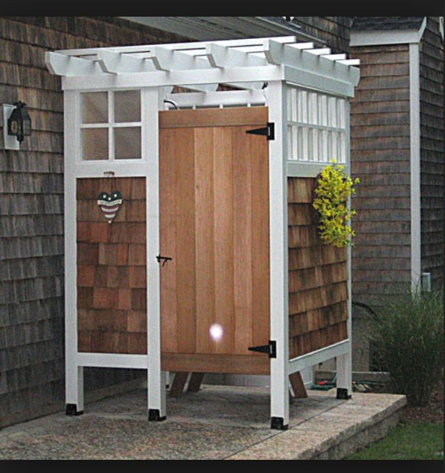17 best images about outside changing rooms on pinterest for Outdoor pool room ideas