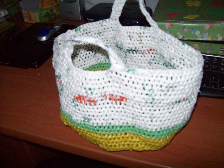 cesta de bolsas de plastico y crochet