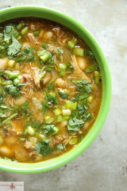 Pork Chili Verde Ingredients -2 tablespoons vegetable oil -1 yellow onion, diced -4 cups pulled pork -2 cups salsa verde -4 cans white beans -8 cups chicken stock -2 teaspoons cumin -1 teaspoons chili powder -Kosher Salt Garnish with Green Onions and Cilantro