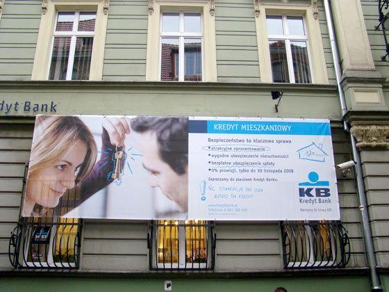Billboard na ścianie budynku